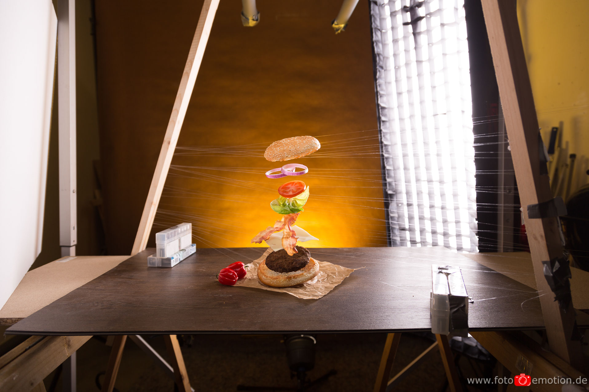 food fotografie flying hamburger. Black Bedroom Furniture Sets. Home Design Ideas